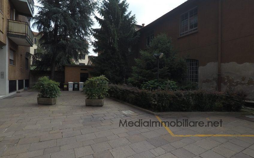 Via Ascanio Sforza trilocale ristrutturato e arredato